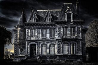 Peter H from Pixbay. Haunted House